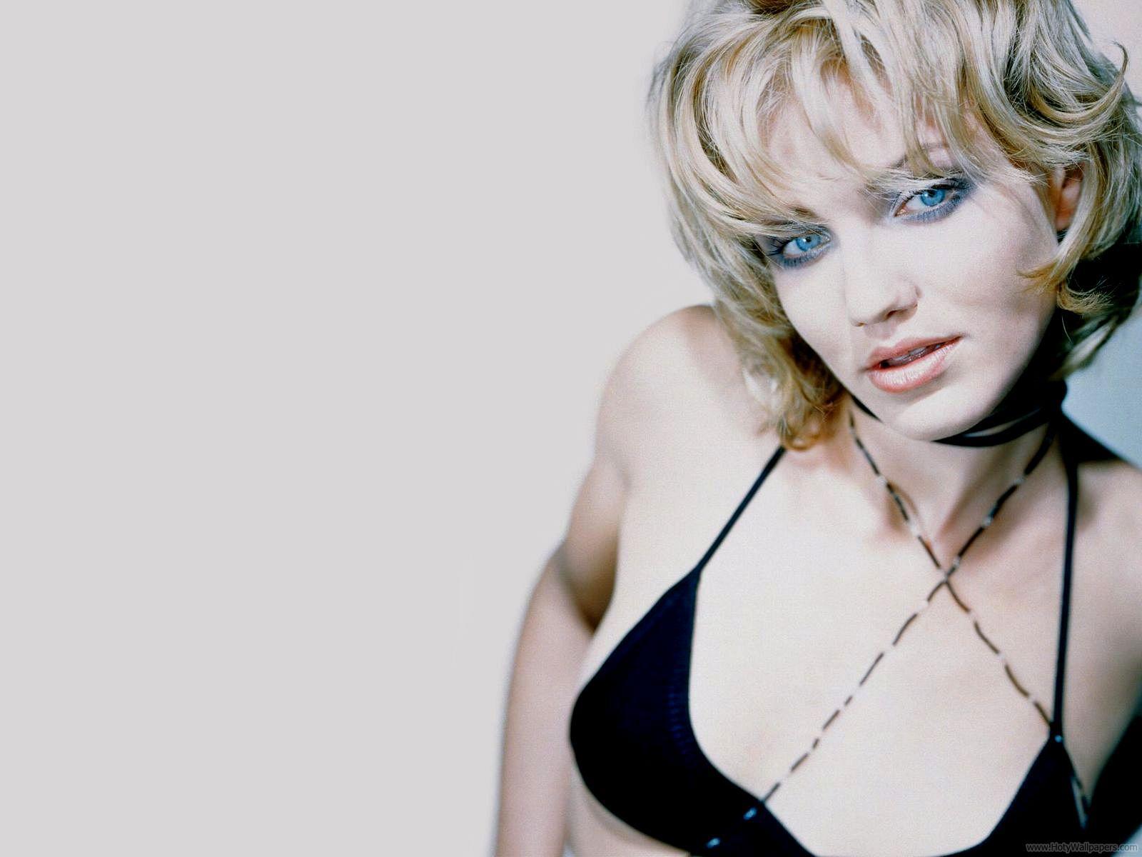 http://3.bp.blogspot.com/-Cxx4i_5pr3U/Tr0rehwpF1I/AAAAAAAAAe8/1sI0n_PWA2E/s1600/Cameron_Diaz_cute_actress-wallpaper.jpg