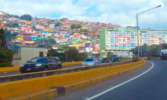 Favelas do subúrbio de Caracas, a capital da Venezuela.