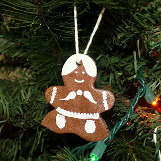 Salted Cinnamon Mocha Dough Ornaments || They smell heavenly and are a fun new family tradition.