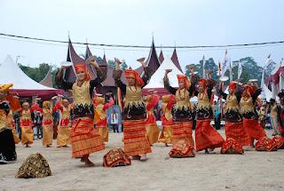 Tari Piring dari Sumatera Barat