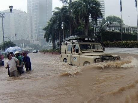 Ruas Tebet Terputus Akibat Banjir