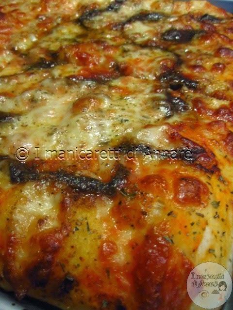 pizza con mozzarella e acciughe