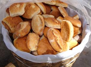 Plantean subida del precio del pan a 50 centavos
