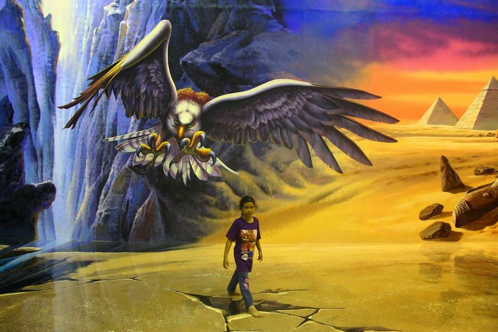 Kakak Hanis selamba dikejar burung
