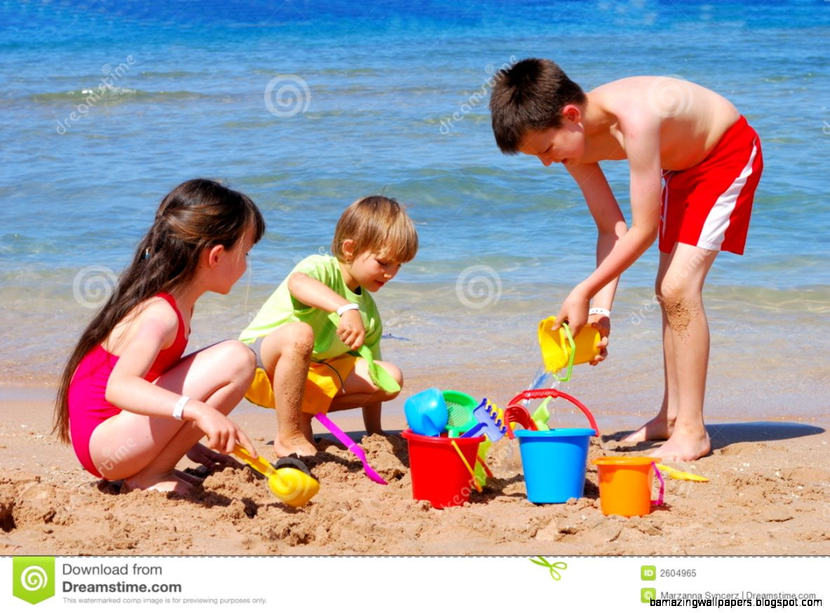Children Play At Island Beach Royalty Free Stock Photography