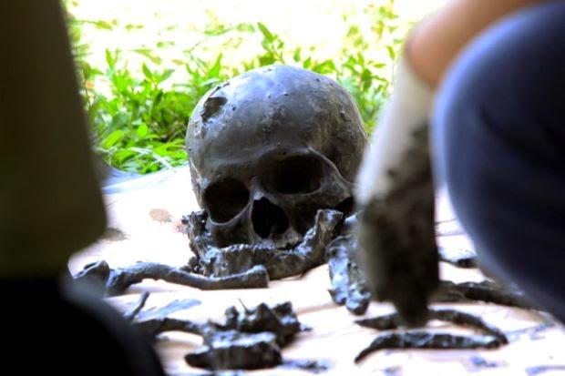 Rangka Manusia Ditemui Disimen Dalam Tong