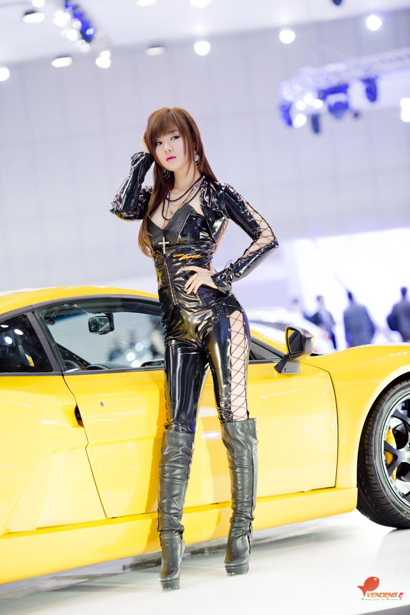 Manga Girl in Elle France with Asia Piwka wearing
