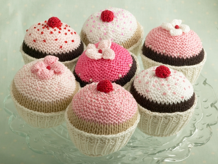 Free Cupcake Knitting Pattern : the homely place: knitted cupcakes