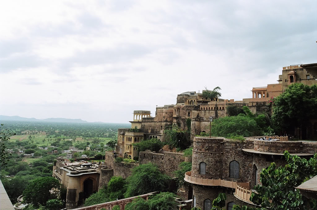 Alwar India  city photos gallery : Neemrana Fort, Alwar, Rajasthan ~ Popular Temples of India