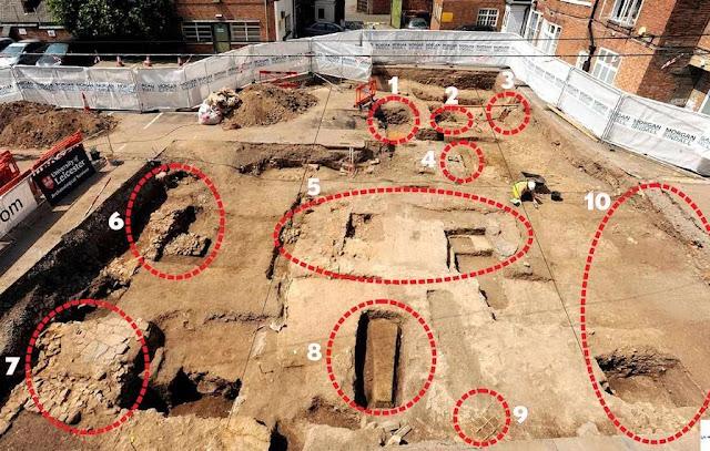 Vista geral das excavações. O túmulo de Ricardo III é indicado pelo número 1