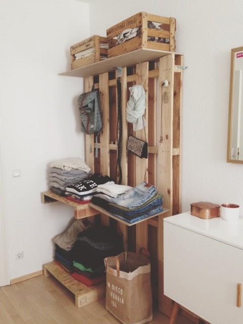 Kleiderschrank aus europaletten  Sanviro.com | Diy Schlafzimmer Verschönern