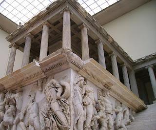 Altar de Zeus y de Atenea. Escultura griega antigua. Grecia. escultores griegos.