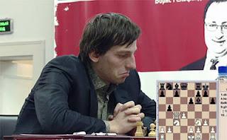 Echecs à Kazan : le Russe Alexander Grischuk surpris par la nouveauté 9...b5 dans la partie 3