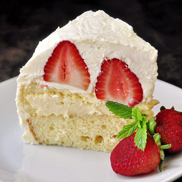 Strawberry Vanilla Buttercream Cheesecake Shortcake