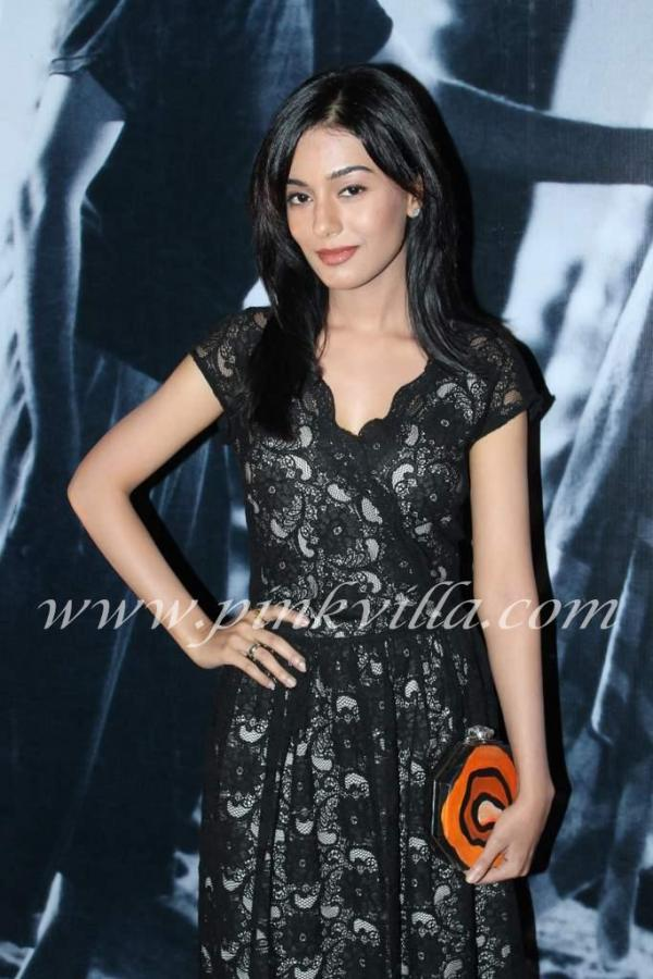 Amrita rao posing in a chic black dress -  Amrita Rao black dress @ awara movie premiere
