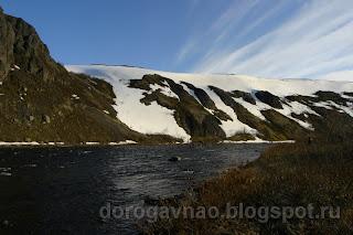 Река Белая пробивает свой путь в базальтовом каньоне