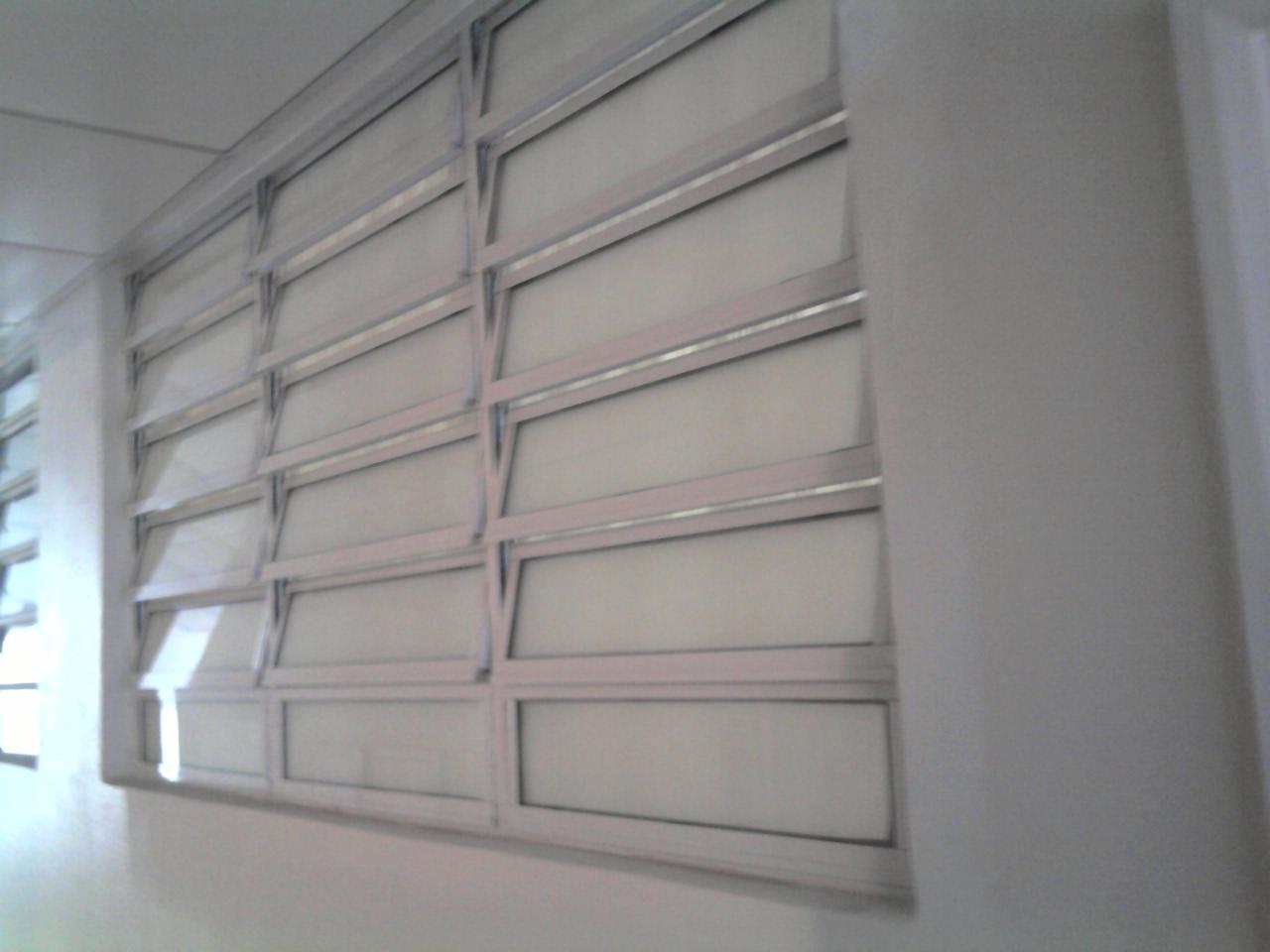 #4B7180  Vidros: Vitro basculante linha 25 com pintura eletrostatica branco 760 Joli Janelas De Aluminio Branco