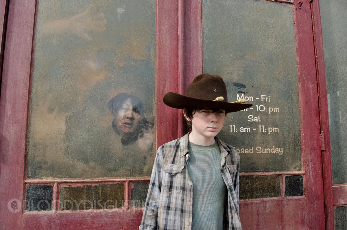 "Nik at Nite: The Walking Dead: ""Clear"""