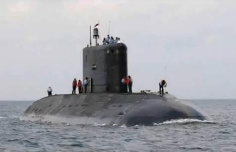 Gambar foto munculnya kapal selam militer Indonesia