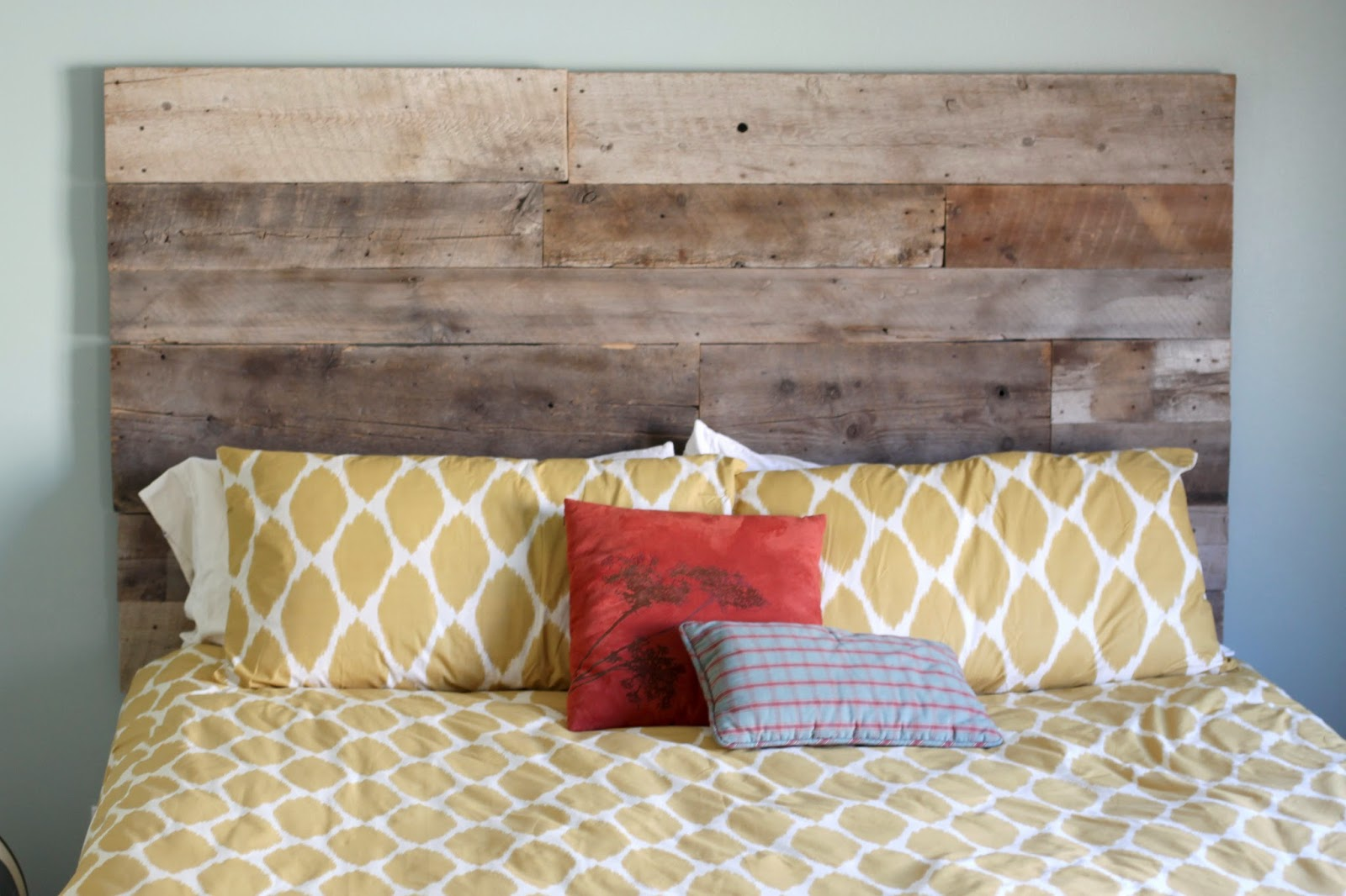 Creatively christy diy reclaimed wood headboard solutioingenieria Image collections