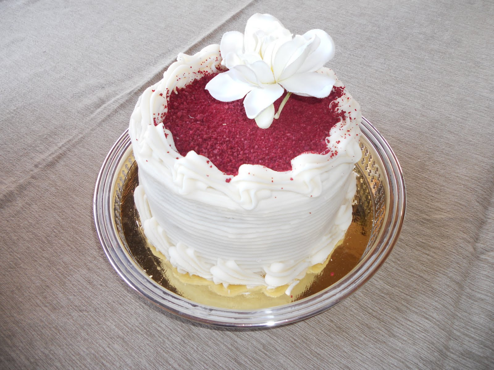 Teddy and Nibs: Red Velvet Wedding Cake