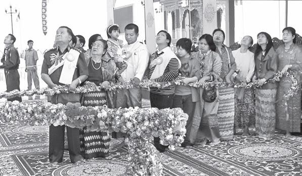 """ေနာက္ကြယ္မွာ စုိးရိမ္ေနတဲ့ """"လူႀကီး"""" ရွိေနတယ္ (Tu Maung Nyo)"""