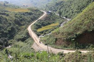 Road from Trạm Tấu to Bản Mù village