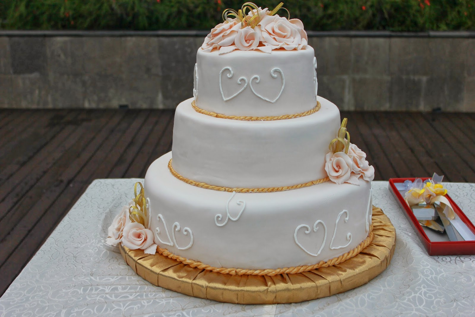 Bali Wedding cake Roses Gold