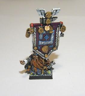Dwarf Battle Standard Bearer