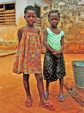 TWEE AFRIKAANSE MEISJES