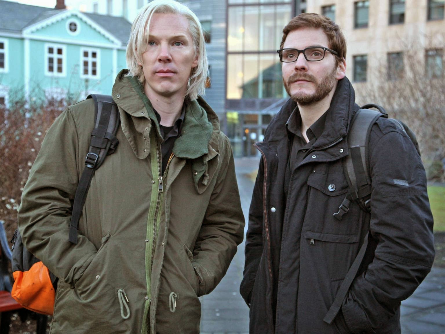Movie review of the Fifth Estate - a film about Julian Assange and WikiLeaks
