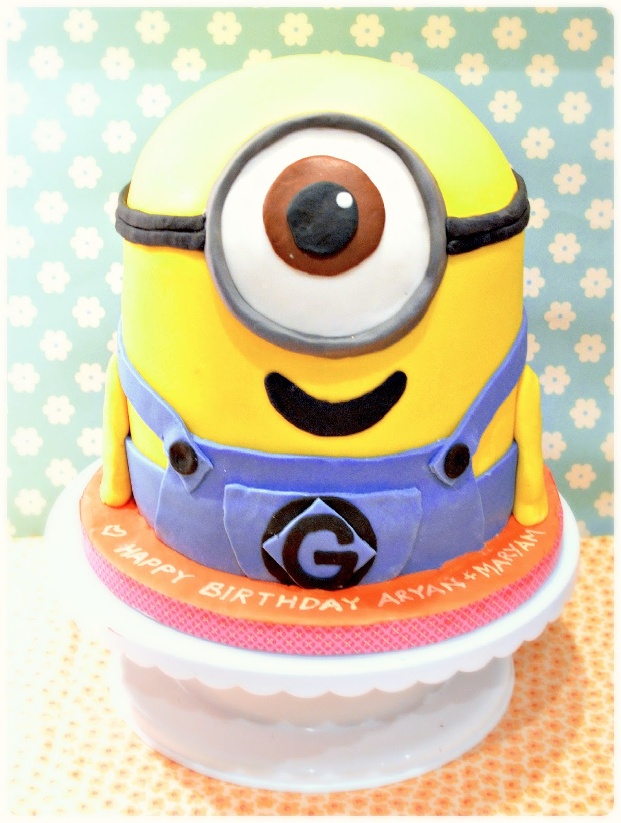 With Despicable me 2 coming out this July, I know many kids (and adults) will be hoping for a cute despicable me minion cake for their birthdays. My aunts and I had made a minion cake last year (for my uncle.. he very loudly made it clear that he wouldn't settle for anything less).