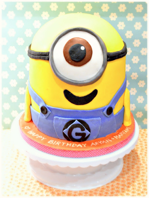 Cherie Kelly's Despicable Me 2 Minion Cake
