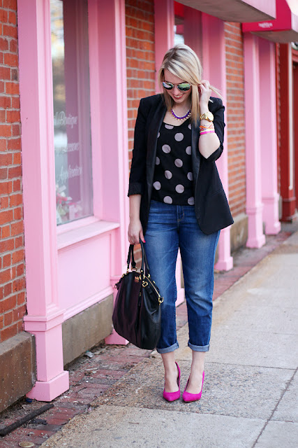 boyfriend jeans and pointed pumps