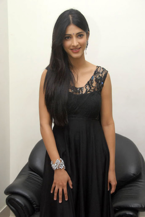 shruthi han at oh my friend audio launch, shruthi han new
