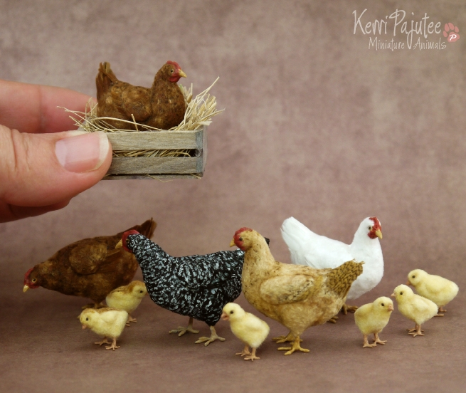 25-Hens-and-Chicks-Kerri-Pajutee-Miniature-Sculpture-that-look-Real-www-designstack-co
