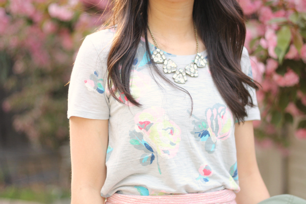 floral graphic tee outfit