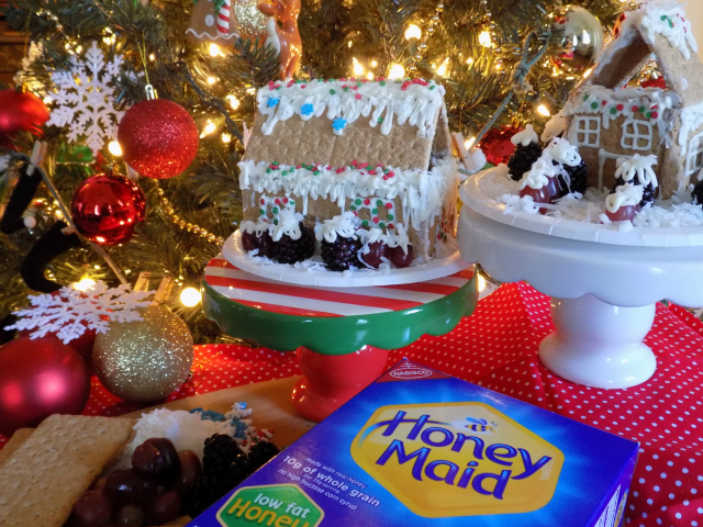 How To Make Healthier Holiday Treats With The Kids + Delicious 2 Ingredient Low Sugar Icing Recipe One Savvy Mom #HoneyMaidHouse Honey Maid Graham Crackers onesavvymom blog nyc