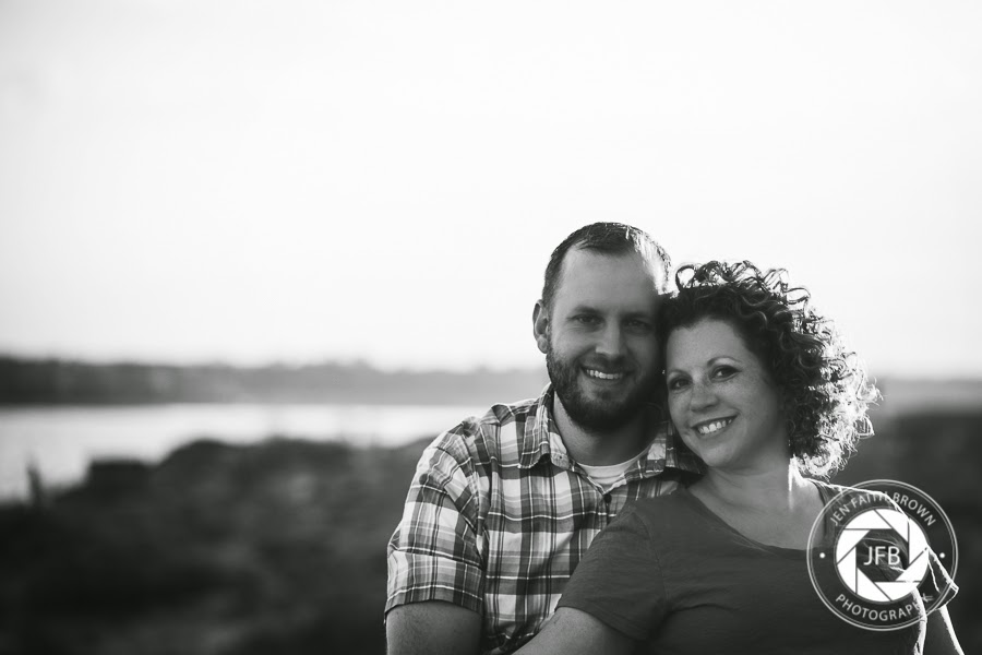family photo, family of 5, grapevine texas, murrell park, lake, photo at lake, lake photography, outdoor photo, family photography, couple, husband, wife, couple photogrpahy, engagement, family pose, lifestyle, lifestyle photography