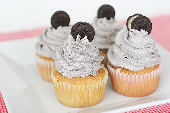 Cookies_and_Cream_Cupcakes_recipe1.jpg