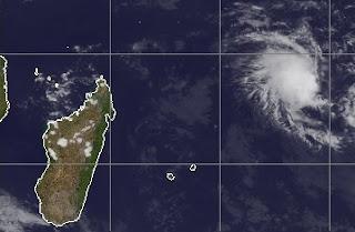 Zyklonsaison Südwest-Indik: Potenzieller Tropischer Sturm ALENGA, Zyklonsaison Südwest-Indik, Alenga, Indischer Ozean Indik, aktuell, Dezember, 2011, Satellitenbild Satellitenbilder,