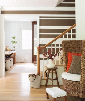papel de parede de listras horizontais marrom e branco
