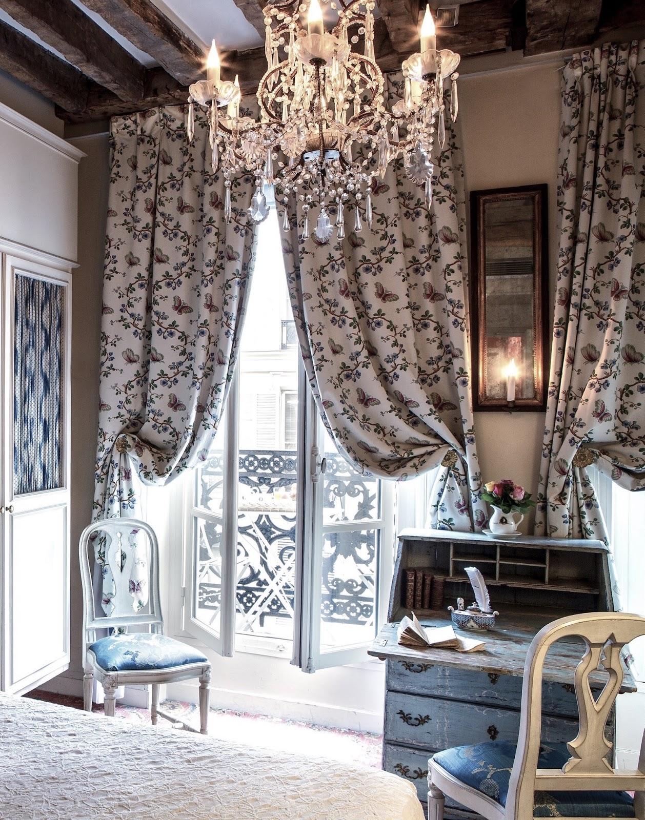 Travel destinations hotel caron de beaumarchais paris for Hotel decor inspiration