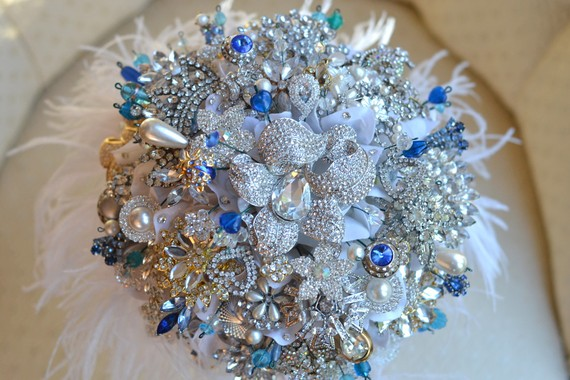 Bridal Bouquet Brooches : Wrapped couture trending brooch bouquets