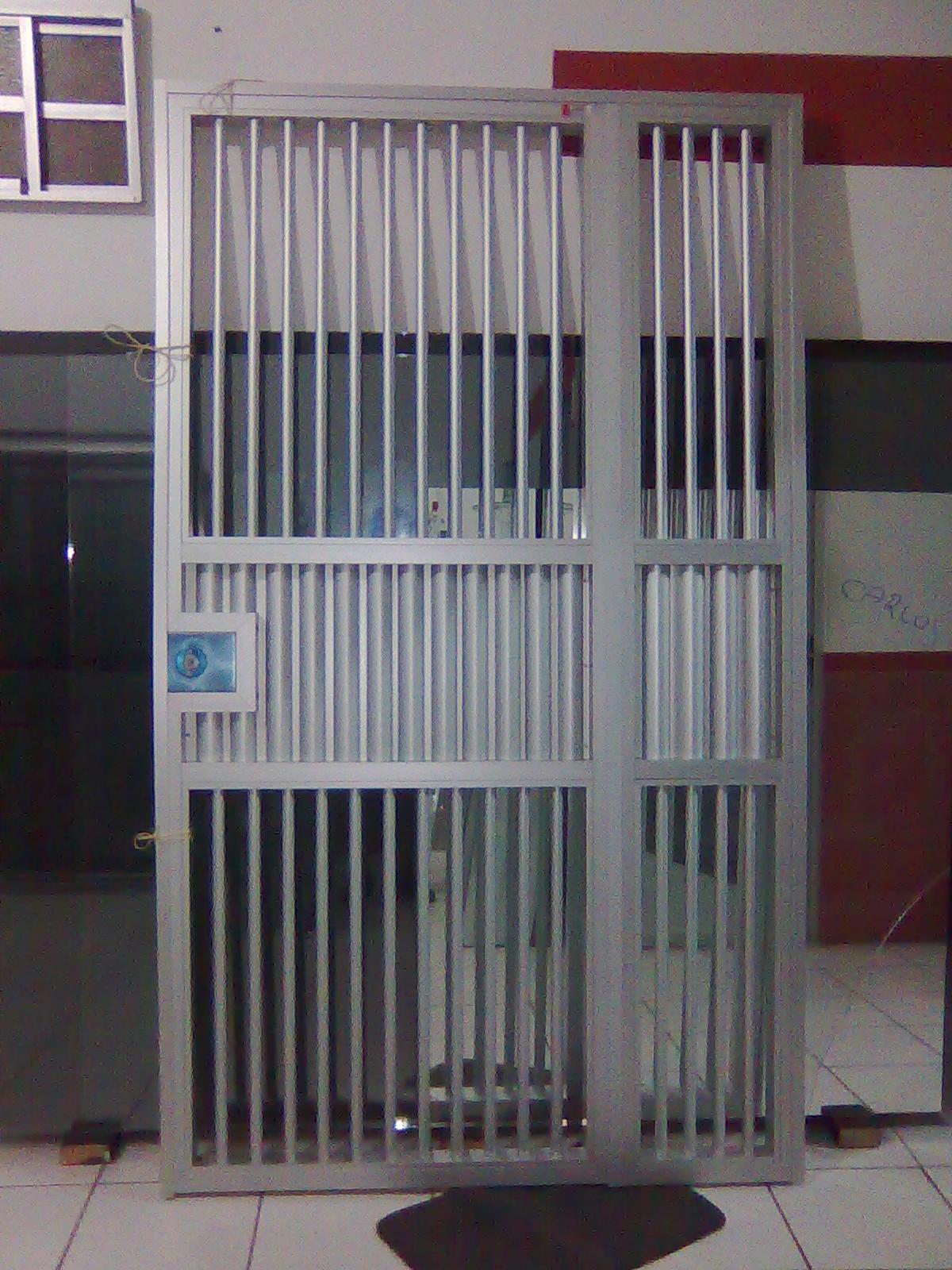 #5D393B GRADE DE ABRIR EM ALUMÍNIO FOSCO COM LATERAL FIXA 1100 Portas E Janelas De Aluminio Na Telha Norte