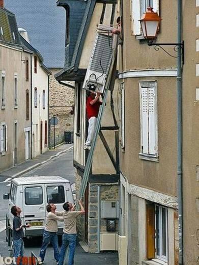 Hombre muere antes que la mujer - escalera