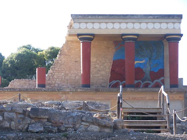 Knossos Sarayı; restore edilmiş Batı Burcu