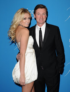Paulina Gretzky Twitter