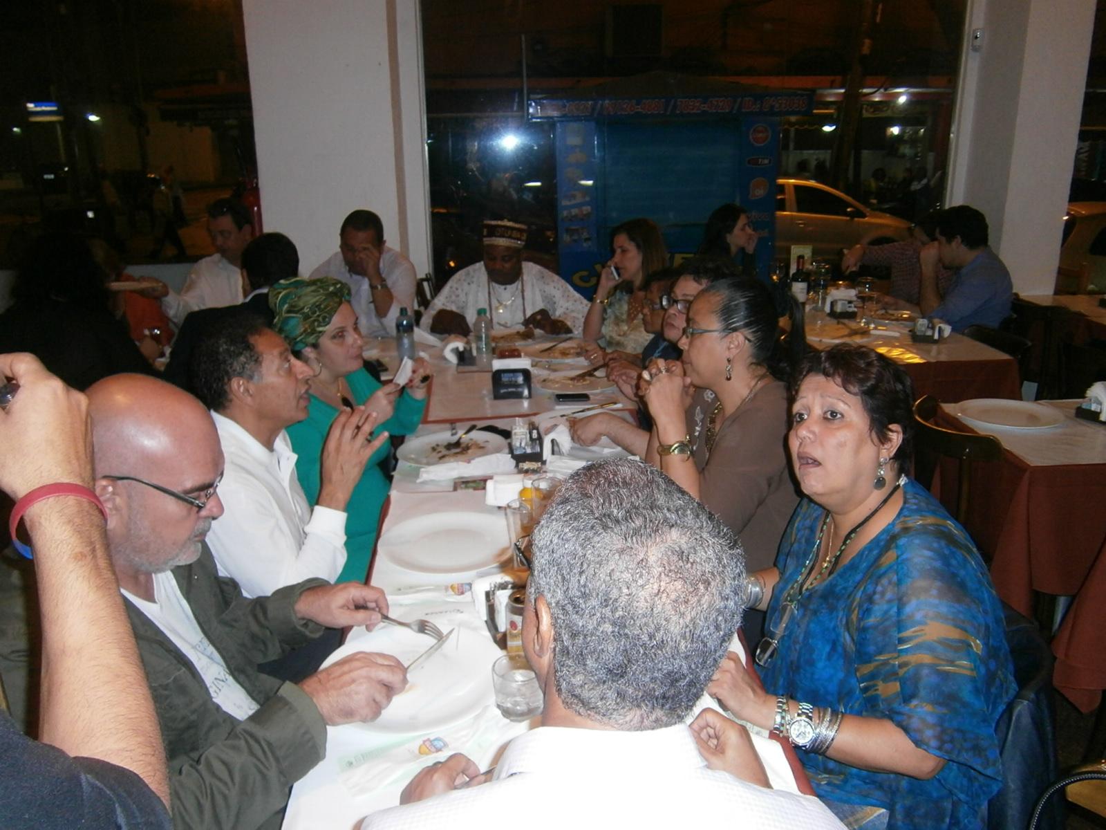Jantar com amigos e convidados