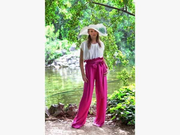 Esencia Trendy Inspiración Invitada boda pantalones palazzo rosa Double ikkat estilismo look evento